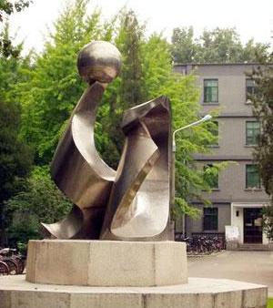 未来主义雕塑的文化内涵是什么?它和校园雕塑可以有这样的结合!